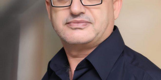 عائد زقوت  : من آخِر السَّطر