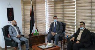 بتوجيهات السيد الرئيس سفارة فلسطين بالقاهرة ودائرة شؤون اللاجئين توزعان مساعدات مالية طارئة على العائلات الفلسطينية القادمة من سوريا